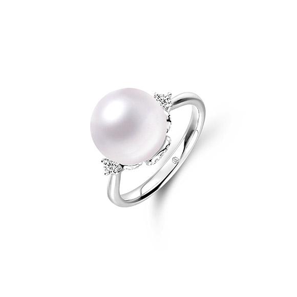 婚嫁系列「美滿幸福」18K金(白色)鑽石襯珍珠戒指