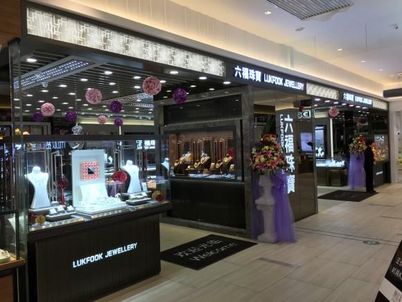 图片1:高贵时尚的店面形象